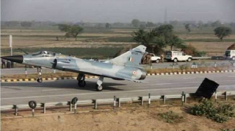 fighter plane landing trial on Agra Lucknow Experssway