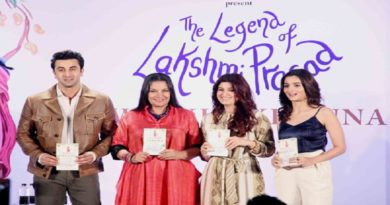 twinkle-khanna-alia-bhatt-and-ranbir-on-book-launch