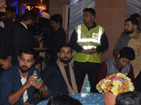 virat-and-viajy-on-yuvraj-singh-hazel-keech-sangeet-ceremony