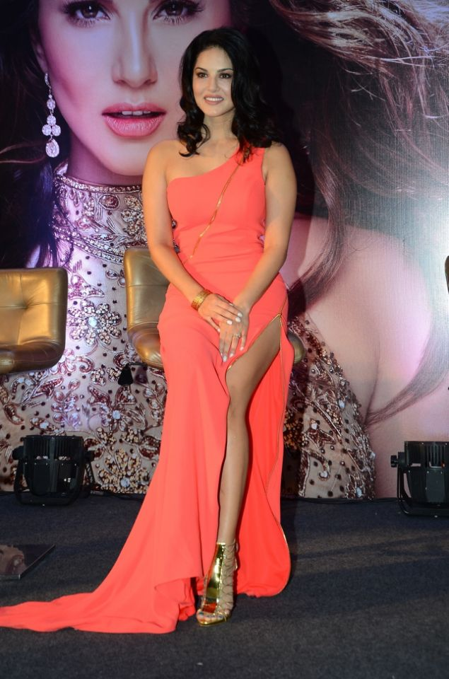 sunny-leone-launches-her-own-mobile-app