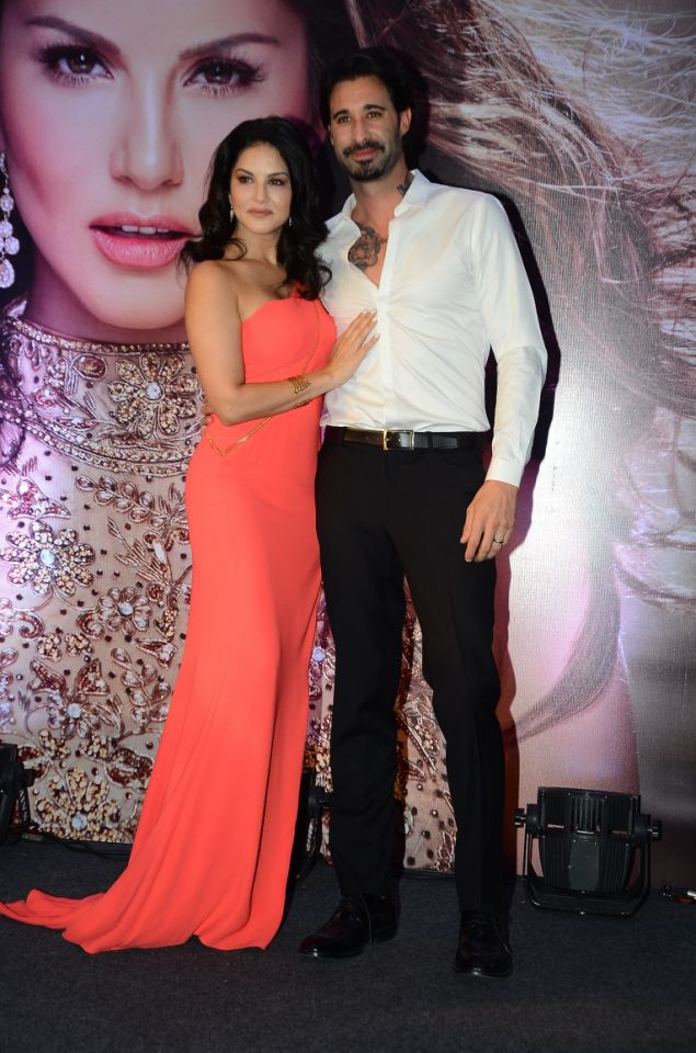 sunny-leone-launches-her-own-mobile-app3