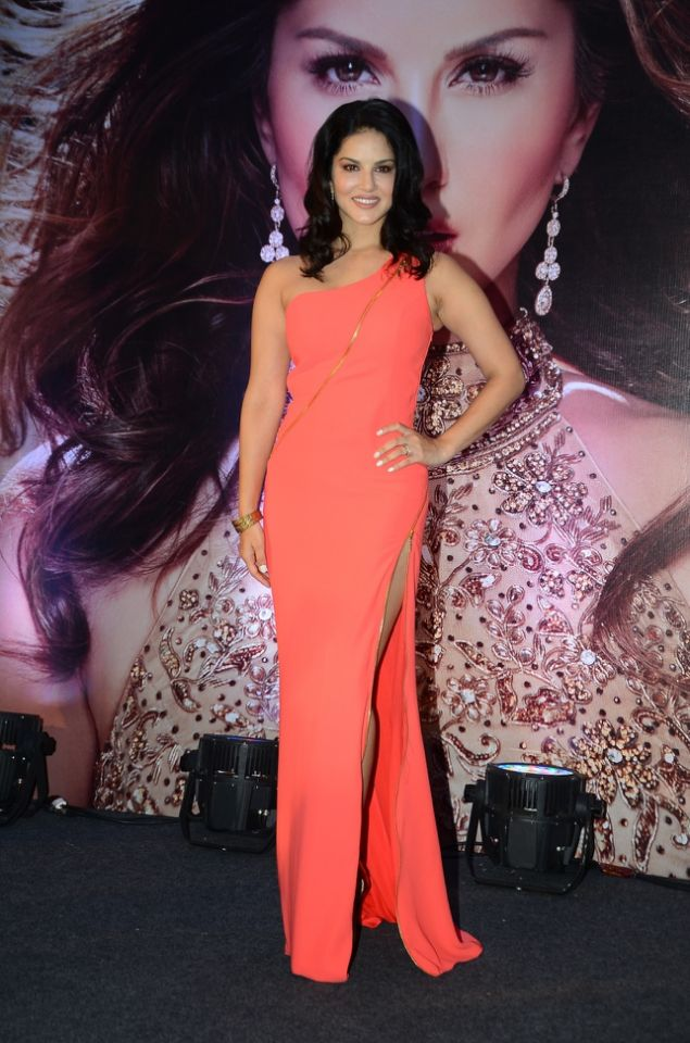 sunny-leone-launches-her-own-mobile-app7
