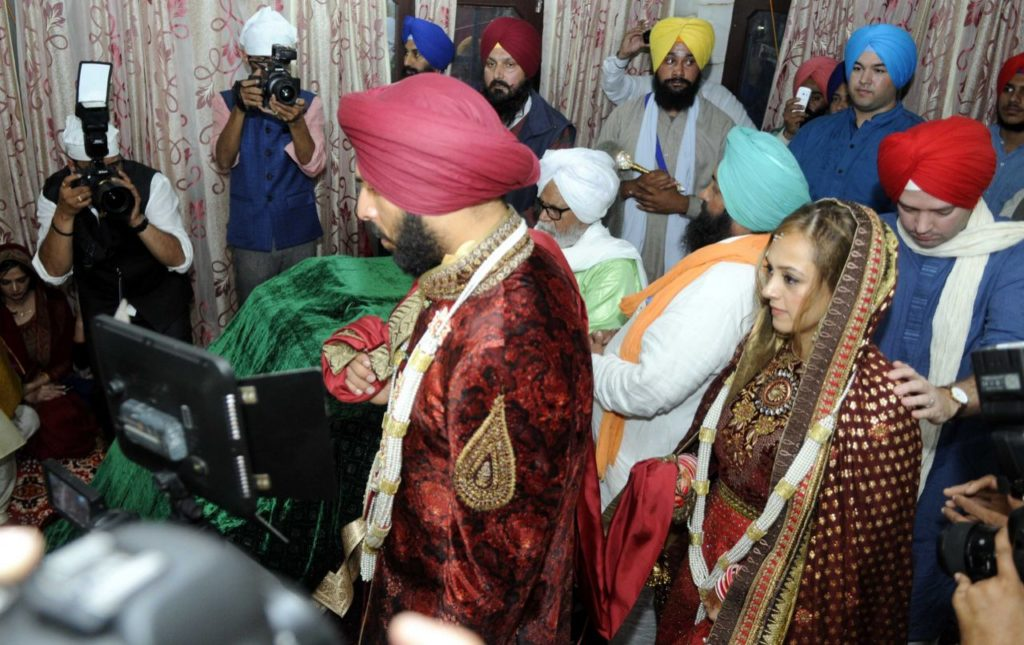 yuvraj-singh-and-hazel-keech-look-royal-at-their-wedding