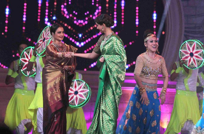 rekha-dance-on-star-screen-awards-2016-winners-see-pics6
