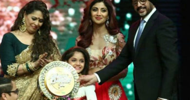 ditya-bhande-win-super-dancer-trophy